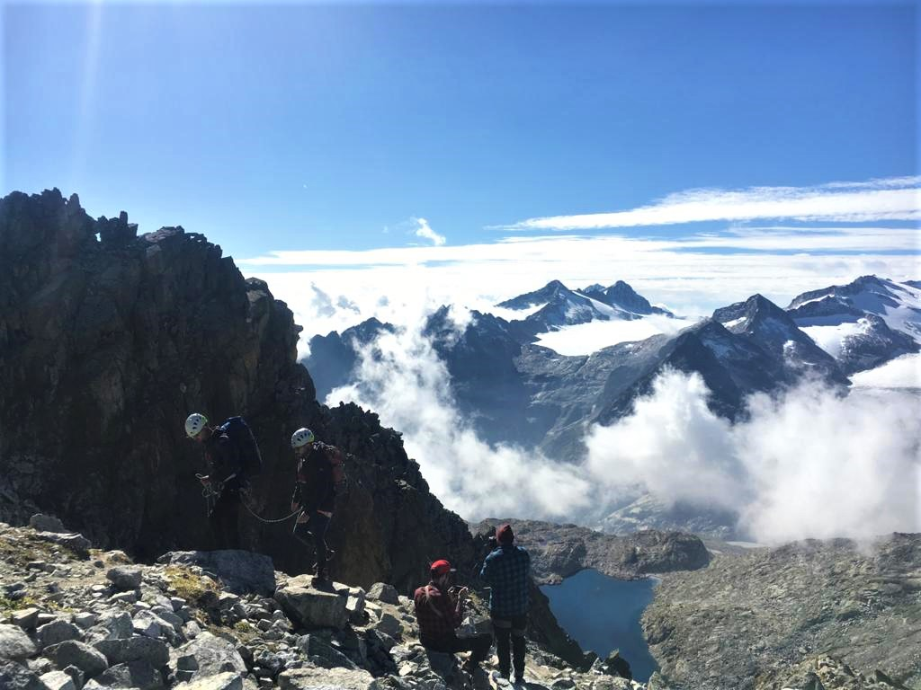 """SENTIERO DEI FIORI"" trekking"