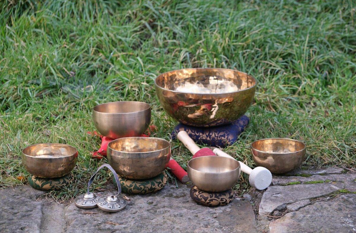 Campane tibetane nel bosco